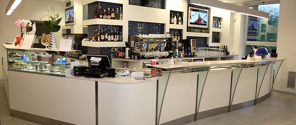 Tred arreda arredi per bar ristoranti mense gelaterie for Arredi per mense